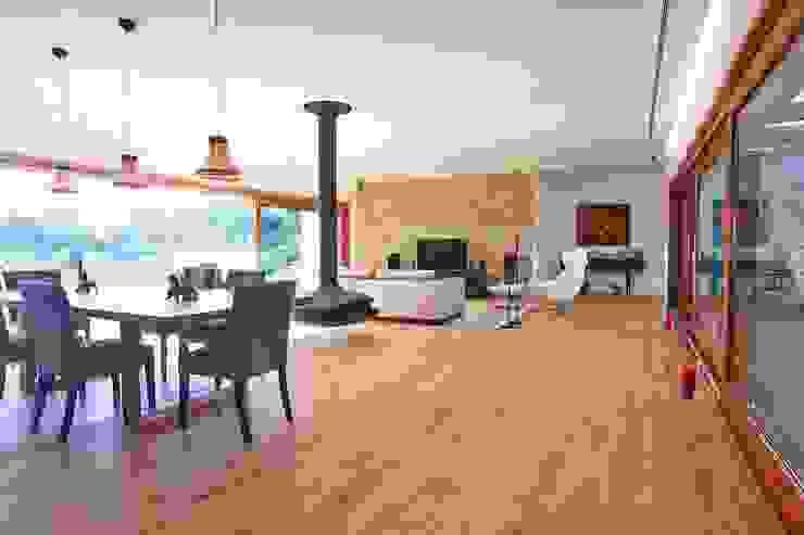 Living room by HUGA ARQUITECTOS