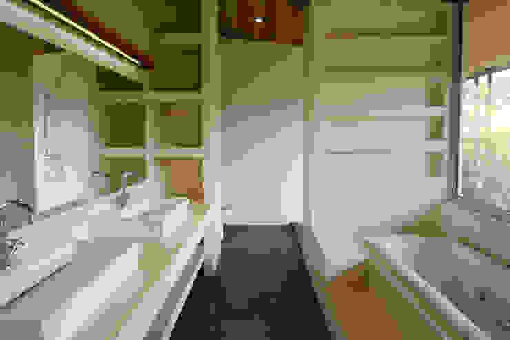 Modern style bathrooms by Filippo Ratini architetti Modern