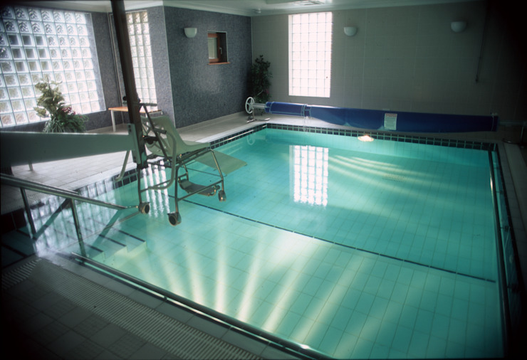 ​Parkside Hospital Modern pool by London Swimming Pool Company Modern