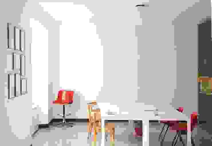 Oficinas y bibliotecas de estilo moderno de Grooppo.org Moderno