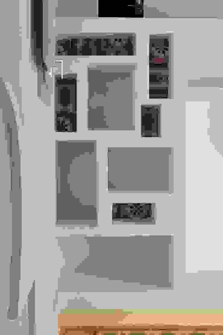 Studio Ricciardi Architetti Living roomShelves