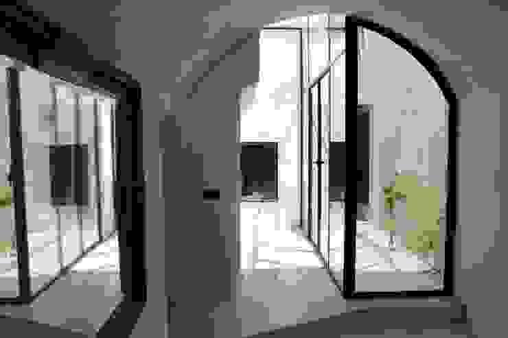Studio Ricciardi Architetti Mediterranean style corridor, hallway and stairs