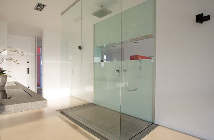 Bathroom by baqua GmbH  Manufaktur für Bäder,