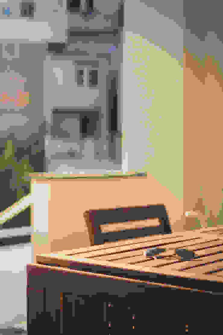 Balcones y terrazas de estilo moderno de manuarino_architettura+design Moderno