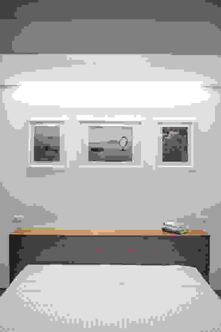 Dormitorios de estilo moderno de manuarino_architettura+design Moderno