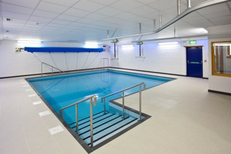 ​Advanced Hydrotherapy School Pool by London Swimming Pool Company Modern