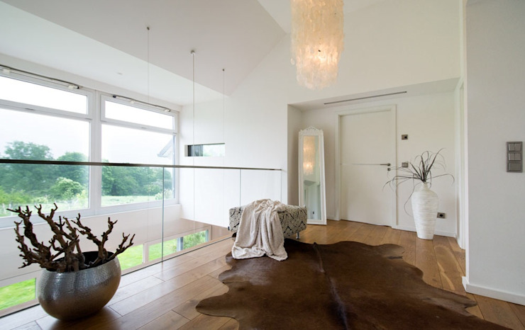 Galerie Luna Homestaging Moderner Flur, Diele & Treppenhaus