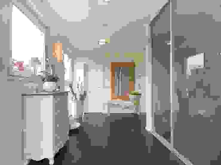 Flur Moderner Flur, Diele & Treppenhaus von Luna Homestaging Modern