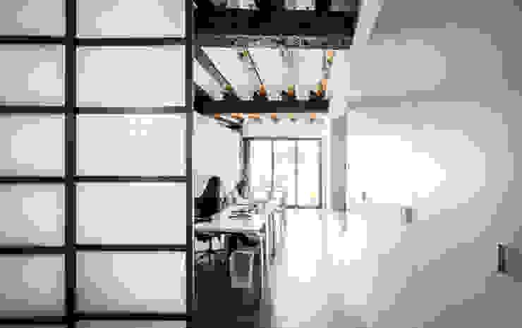rehabilitación de vivienda en el carmen Estudios y despachos de estilo moderno de versea arquitectura Moderno