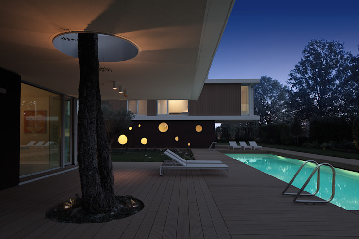 Villa La Modern Balcone, Veranda & Terrazza in stile moderno di Cannata&Partners Lighting Design Moderno