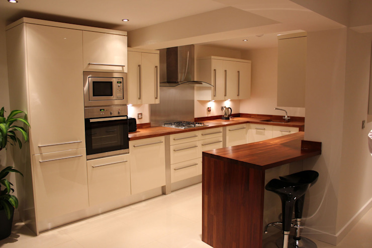 Gloss Cream Slab style Modern kitchen by Hallmark Kitchen Designs Modern