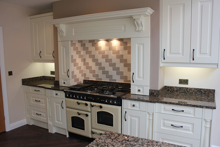 Traditional French Cut Kitchen Classic style kitchen by Hallmark Kitchen Designs Classic