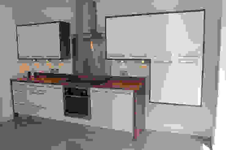 Gloss white wood wrap Modern kitchen by Hallmark Kitchen Designs Modern