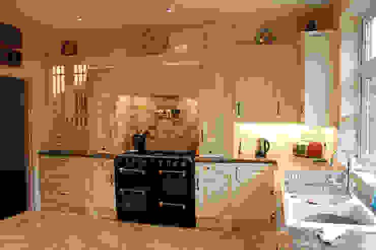 مطبخ تنفيذ Hallmark Kitchen Designs,