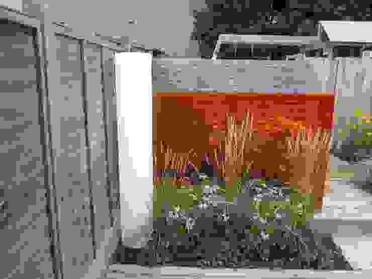 Modern Family garden in North London Earth Designs 庭院