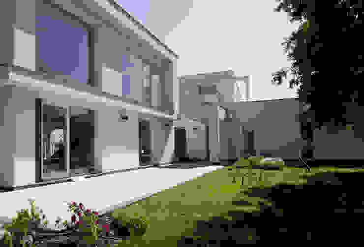casa A Giardino moderno di grecoarchitetture Moderno