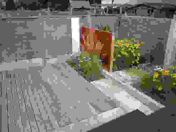 Modern Family garden in North London Modern garden by Earth Designs Modern