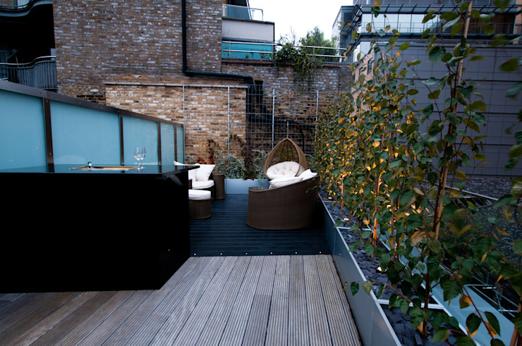 London Bridge, London by Urban Roof Gardens Сучасний