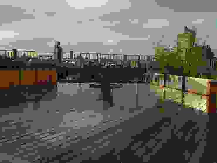Bermondsey, London Modern balcony, veranda & terrace by Urban Roof Gardens Modern