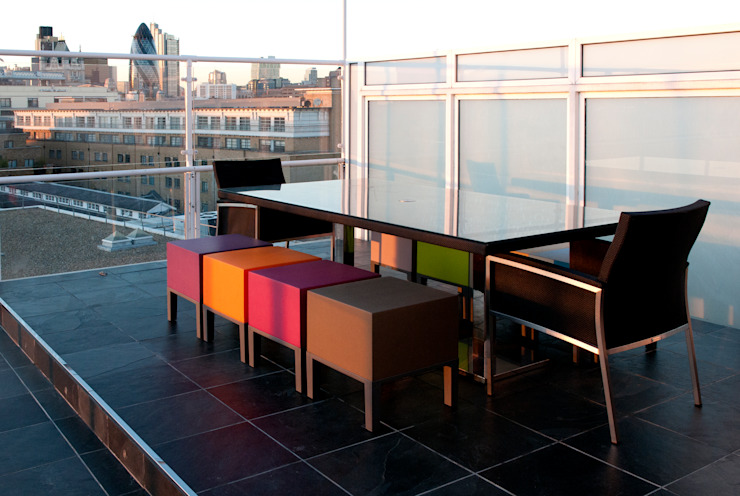 Southbank, London Modern balcony, veranda & terrace by Urban Roof Gardens Modern