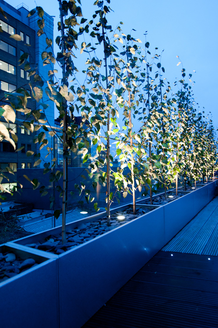 London Bridge, London Modern balcony, veranda & terrace by Urban Roof Gardens Modern
