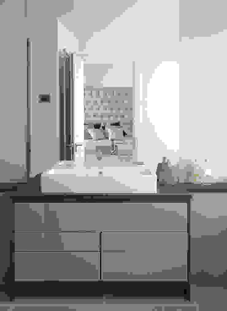 Westminster Modern style bedroom by LEIVARS Modern