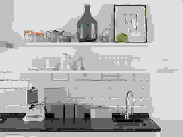Wimbledon Cocinas de estilo moderno de LEIVARS Moderno