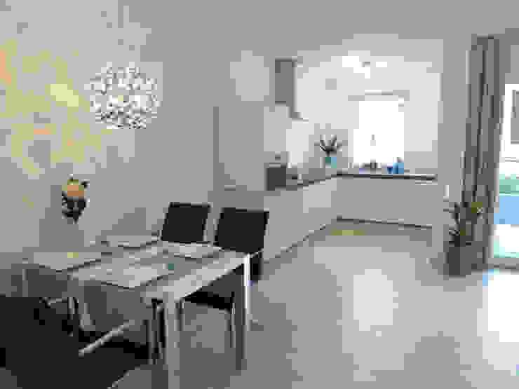 offene Küche nachher Moderne Küchen von raumessenz homestaging Modern