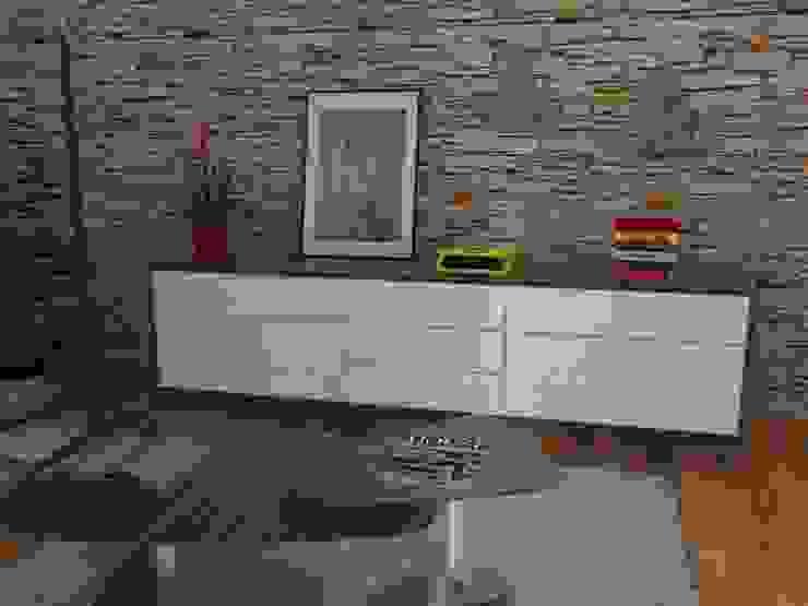 Conjunto de mueble y mesas de centro. Salones de estilo ecléctico de MUMARQ ARQUITECTURA E INTERIORISMO Ecléctico