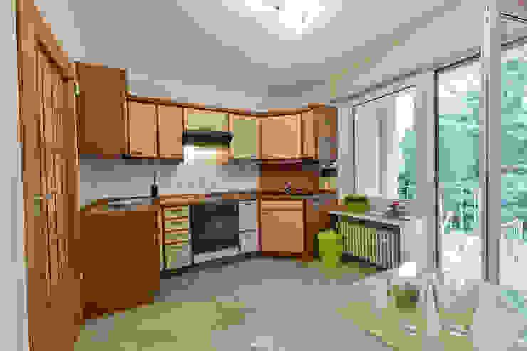 Nhà bếp by raumessenz homestaging