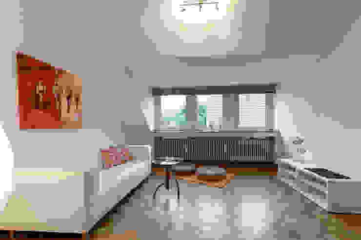 Wohnzimmer nachher Moderne Wohnzimmer von raumessenz homestaging Modern