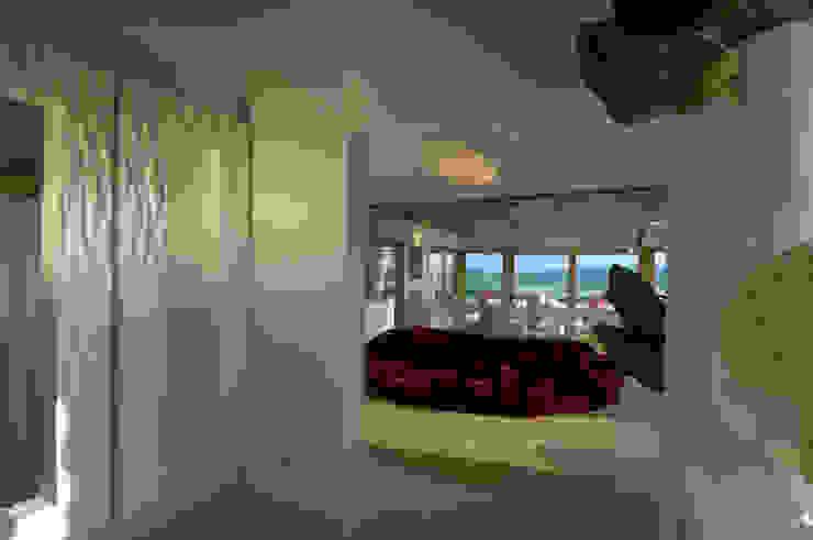 Villa in Sardinia Scultura & Design S.r.l. Corridor, hallway & stairs