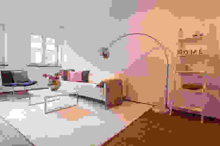 Wohnzimmer mit Home Staging Moderne Wohnzimmer von Münchner HOME STAGING Agentur Modern