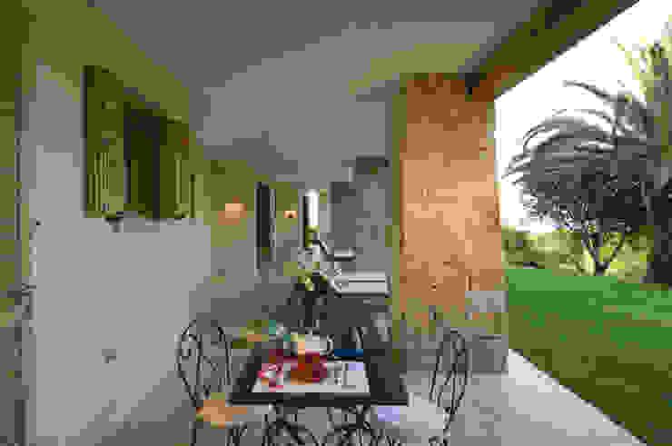 Villa in Sardinia Scultura & Design S.r.l. Balcony, veranda & terrace
