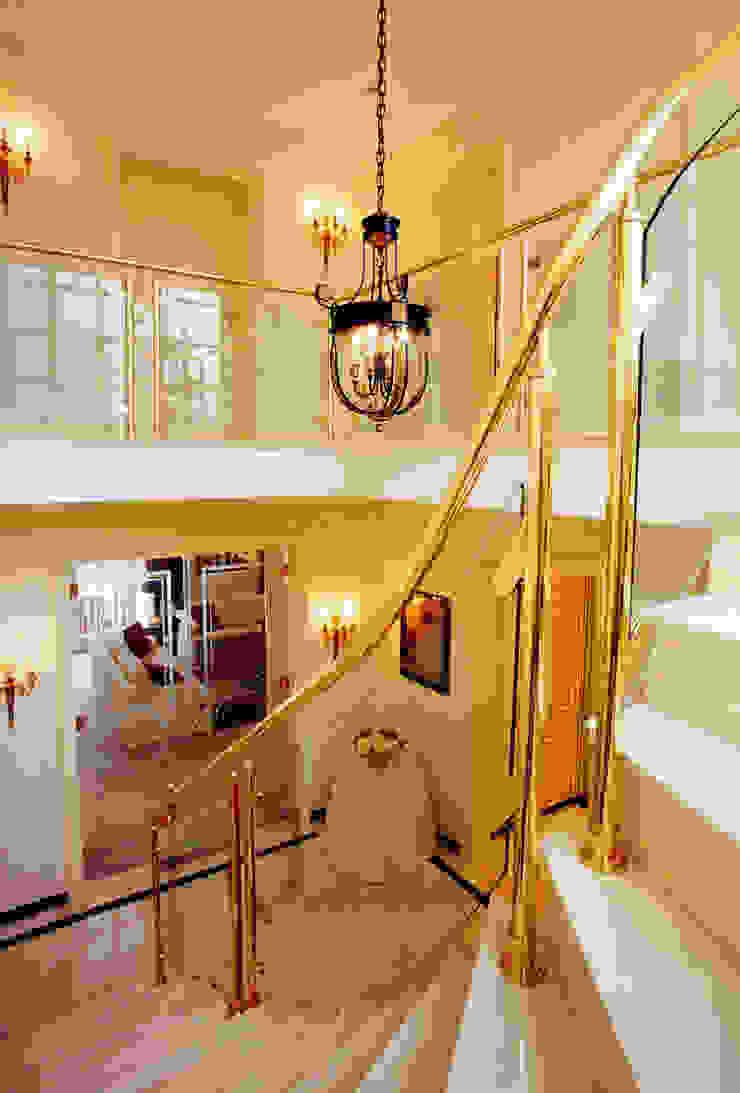 Villa in Monaco Ingresso, Corridoio & Scale di Scultura & Design S.r.l.