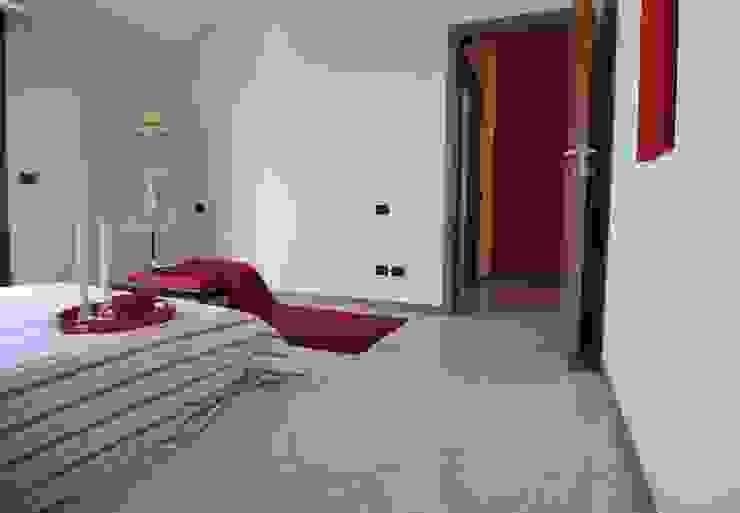 camera letto Camera da letto moderna di Gabriella Sala Design Moderno