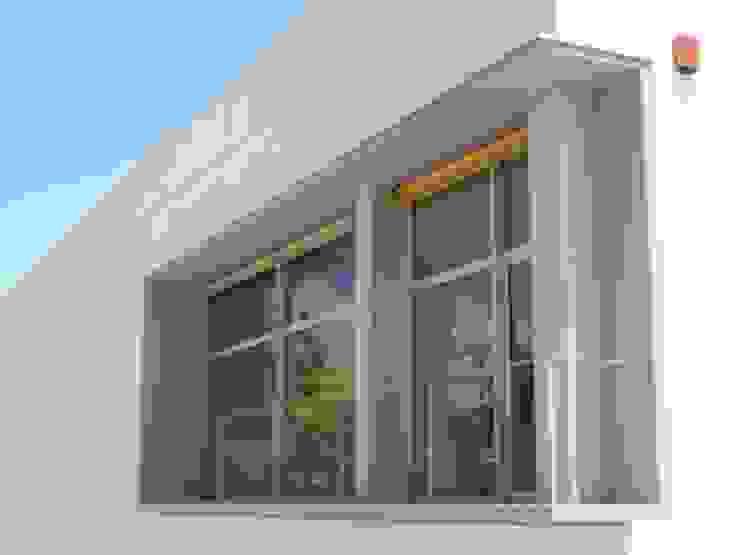 Edificio de Oficinas en Cazalla Oficinas y tiendas de estilo moderno de Estudio de Arquitectura_MFP Moderno