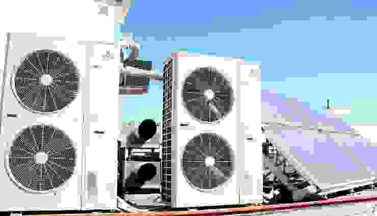 Aire acondicionado + placa solar de N.A. Construcción