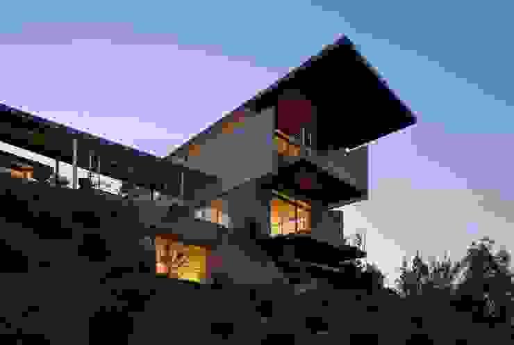 Casa Visiera Case moderne di ARCHICURA Moderno