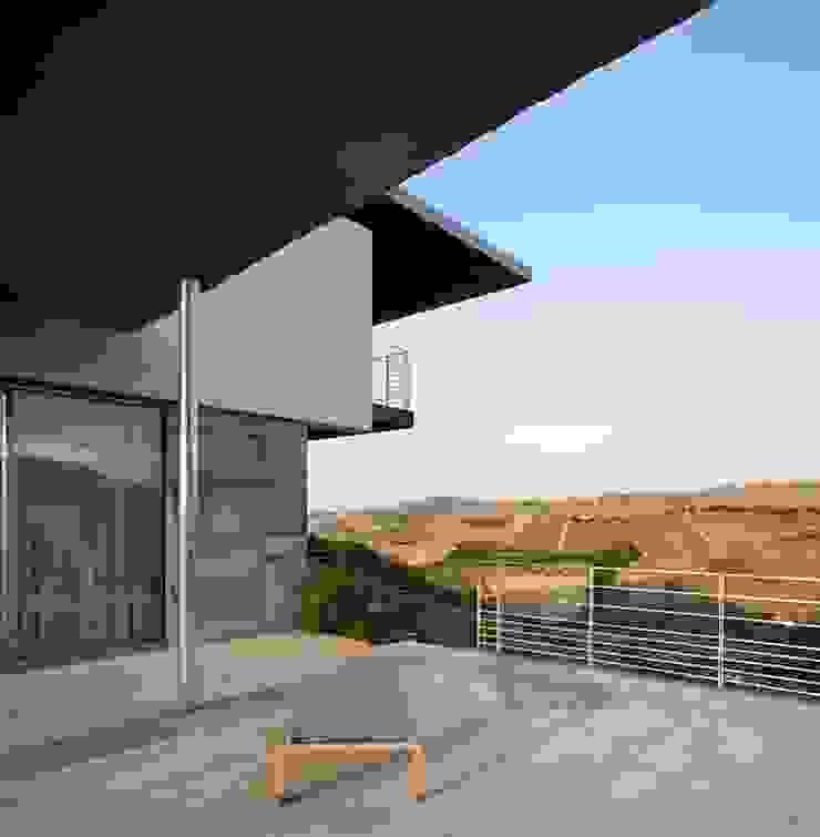 Casa Visiera Balcone, Veranda & Terrazza in stile moderno di ARCHICURA Moderno