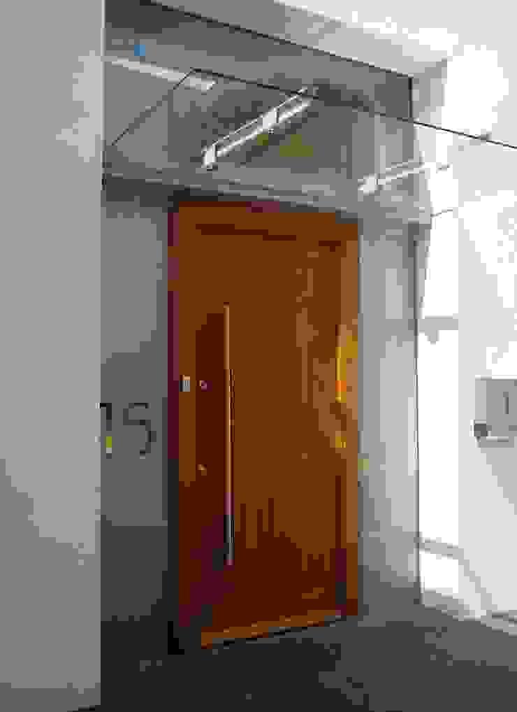 Heydons Close Modern houses by IQ Glass UK Modern