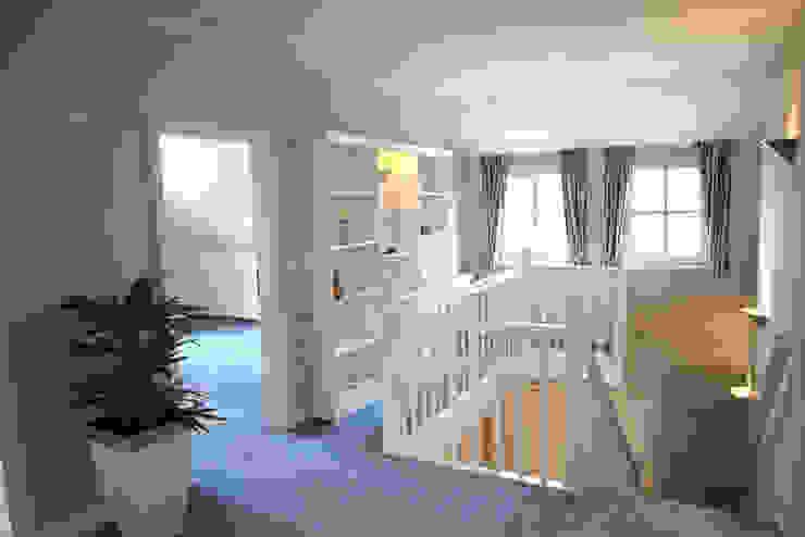 Galerie Flur, Diele & Treppenhaus im Landhausstil von wohnhelden Home Staging Landhaus