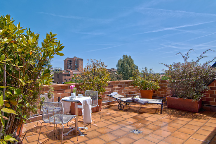 Espacio para sentir Balcones y terrazas de estilo clásico de Apersonal Clásico