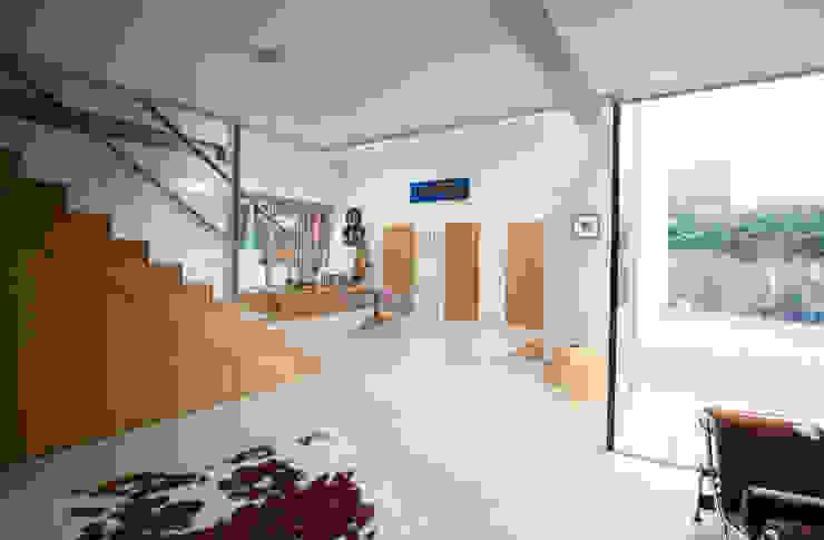 Heydons Close Modern living room by IQ Glass UK Modern
