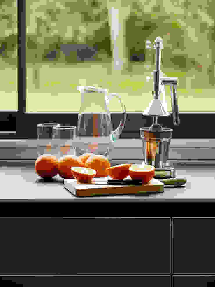 Island living Modern kitchen by Kitchen Architecture Modern
