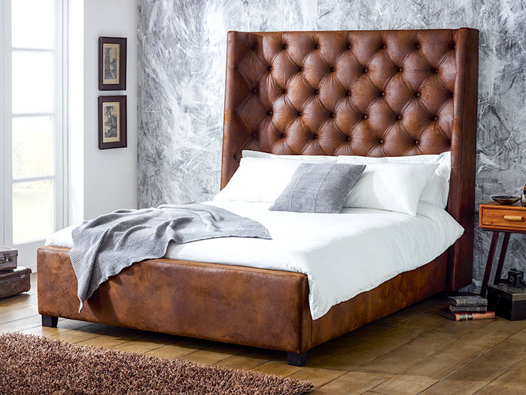 Arthur Tall Faux Leather Bed homify 臥室床與床頭櫃