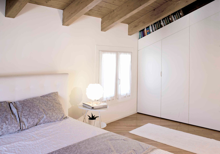 camera di marta novarini architetto Moderno
