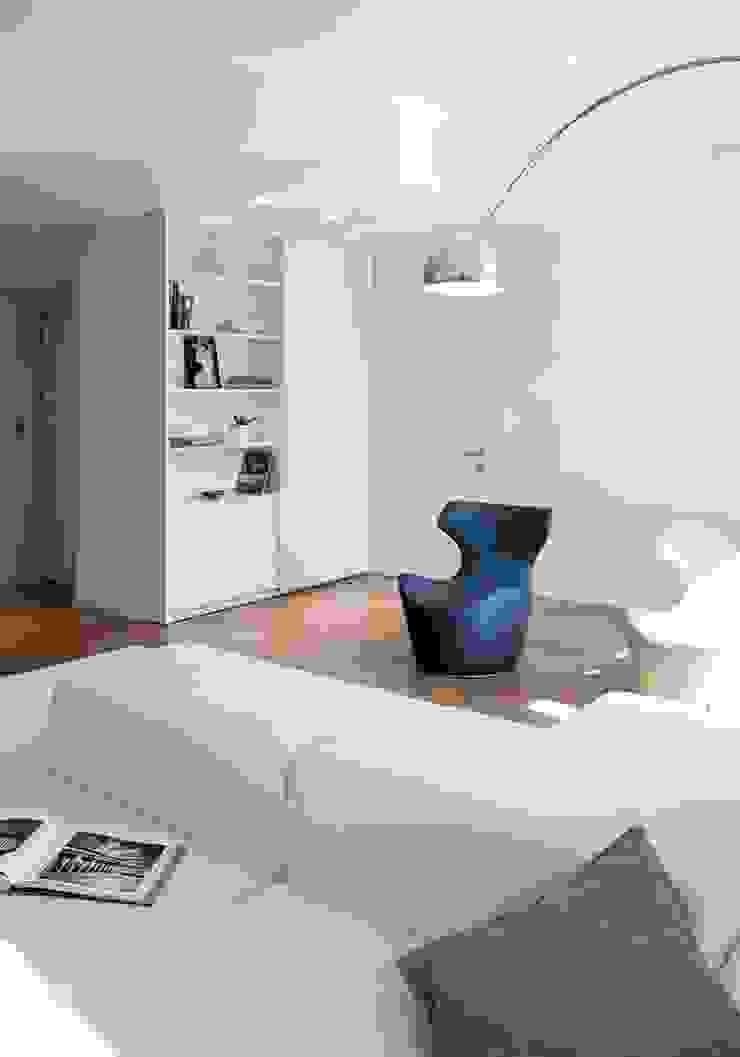 soggiorno di marta novarini architetto Moderno