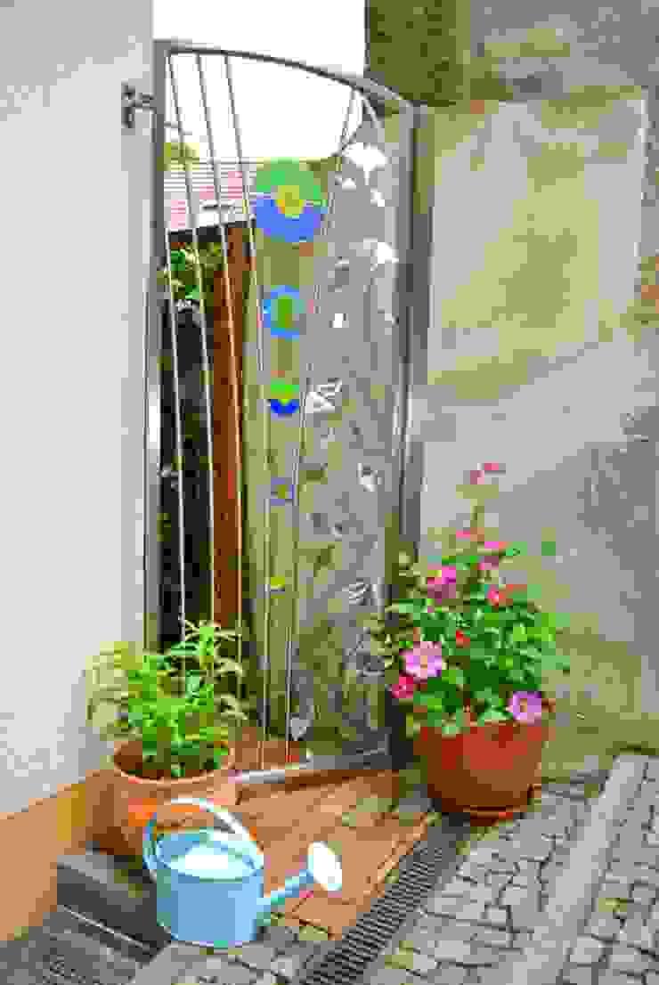 Gartentür aus Edelstahl und Glas. Moderner Garten von Edelstahl Atelier Crouse: Modern