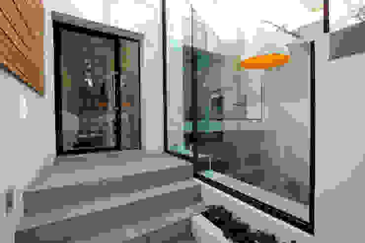 Highgate West Hill Modern dining room by IQ Glass UK Modern